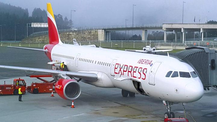 Iberia Express se refuerza este invierno en Santiago