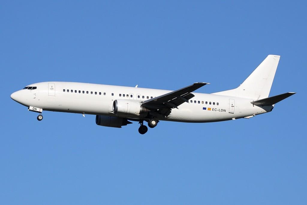 Calima_-_Boeing_737-448