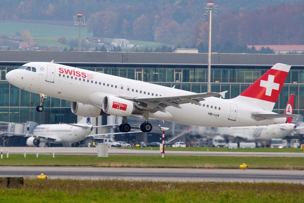 Swiss_International_Air_Lines_Airbus_A320-200_HB-IJX_Zurich_International_Airport